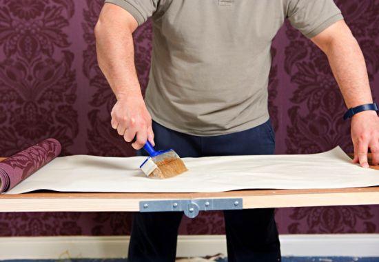 Особенности и хитрости качественного оклеивания стен обоями