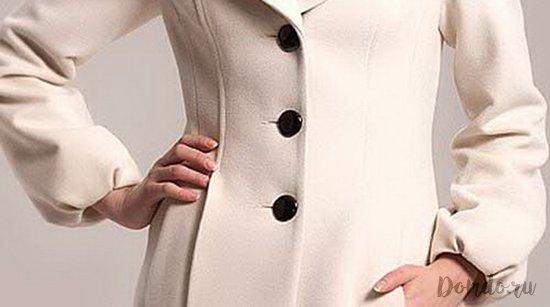 zhenskoe-beloe-sherstjanoe-palto