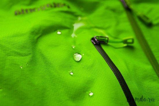membrannaja-tkan-ottalkivaet-vodu