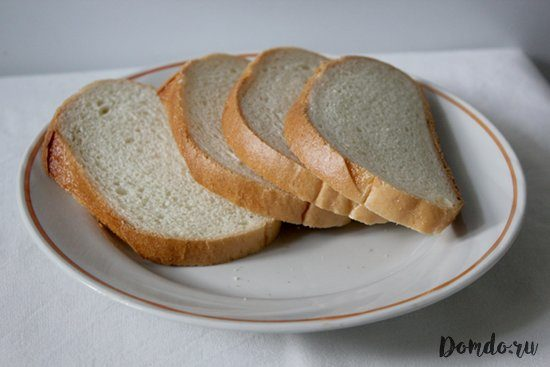 narezannyj-belyj-hleb-na-tarelke-myakish